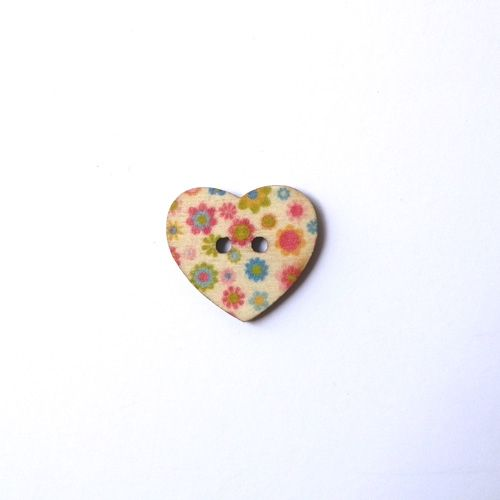 Wooden heart button 180