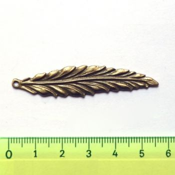 Metal pendant - Long leaf