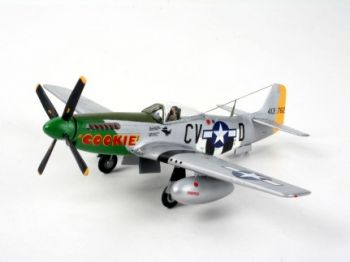 Model military fighter P-51D Mustang - Revell