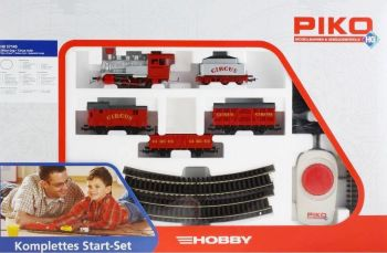 Freight train with diesel locomotive and four freight wagons - Am843 SBB, HO