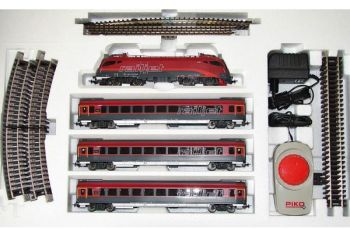 Narrow model freight train with electric locomotive and containers, HO, Piko
