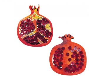 "Cross-stitch kit RTO EHW018  Cross-stitch kit with perforated wooden form  ""Apple"""