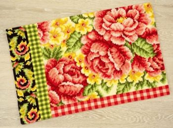Vervaco PN-0148091 cross stitch rug - Roses & Swirls with Plaid Motif